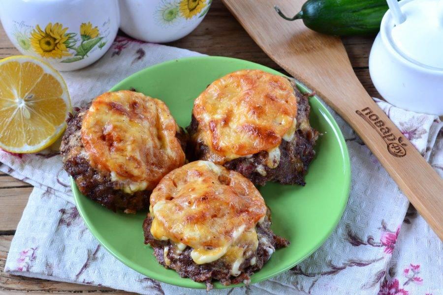 Мясные гнезда со сливочными грибами получились очень аппетитными. Давайте пробовать!