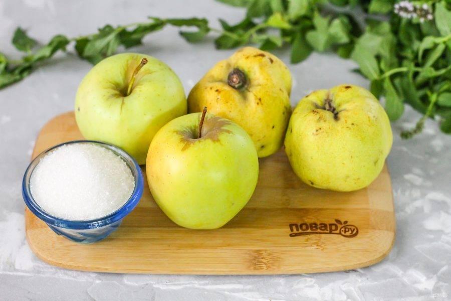 Подготовьте указанные ингредиенты. При покупке осмотрите айву, часто попадаются подпорченные червями плоды.