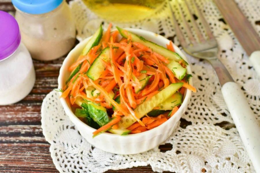 Салат с корейской морковкой и огурцом готов! Приятного аппетита!