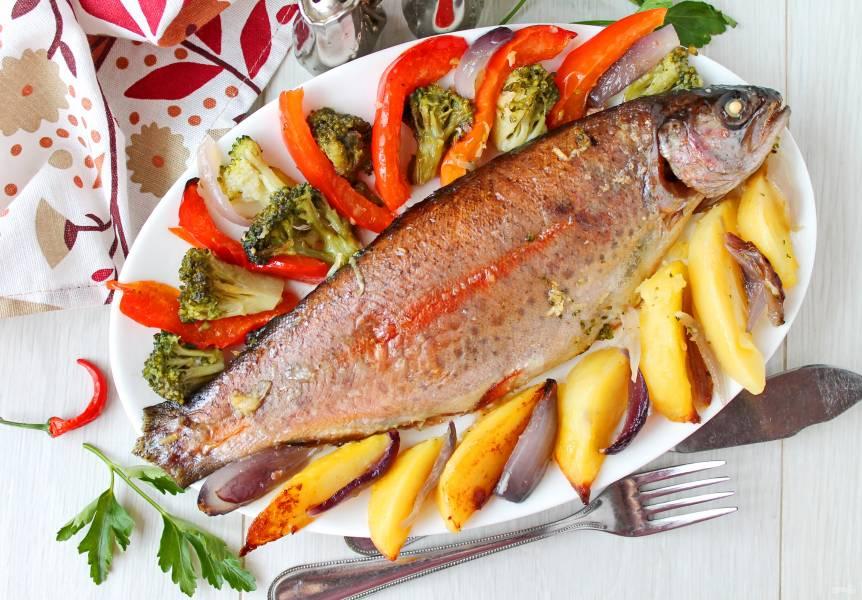 Радужная форель в духовке с овощами