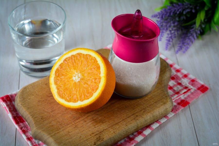 Подготовьте ингредиенты для приготовления компота из апельсинов на зиму.