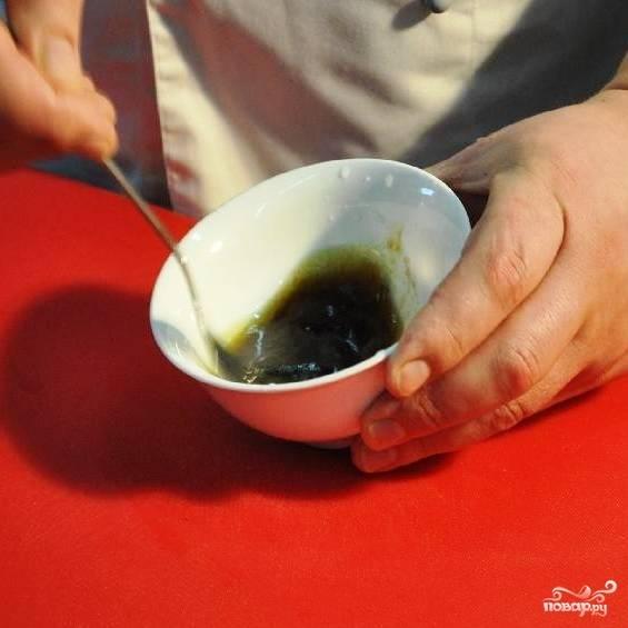 Остается только тщательно перемешать содержимое мисочки - и волшебный маринад из соевого соуса готов! :)