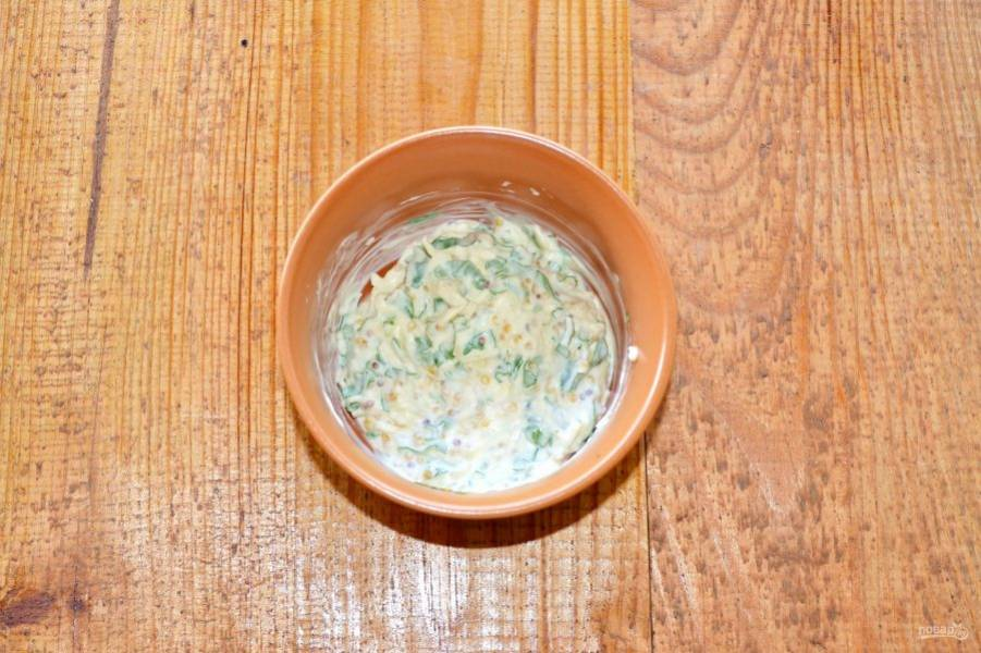 Все тщательно перемешайте. Идеальный соус для шаурмы готов.