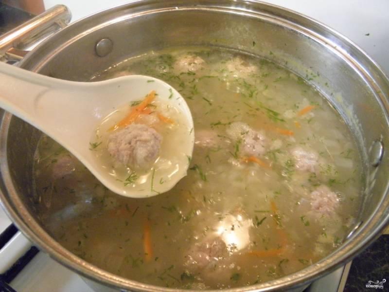 В конце варки добавьте зелень и выключите суп. Приятного!