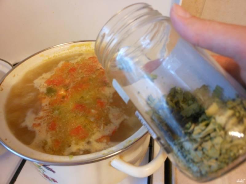 По желанию добавьте специй или приправ (например — сушеные травы).