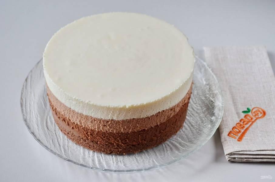 32. Осторожно пройдитесь ножом по краю торта, освободите его от кольца.