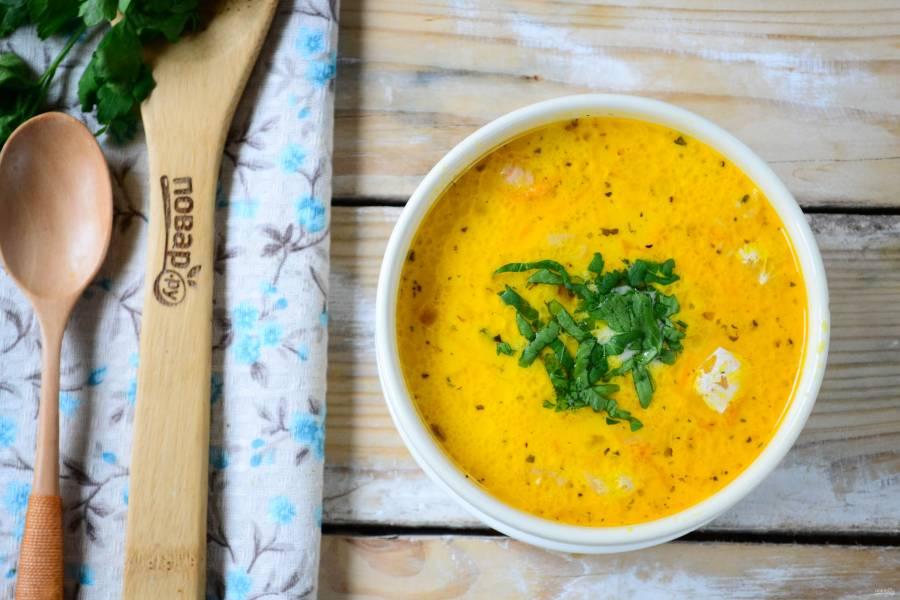 Сырный суп с лососем и рисом
