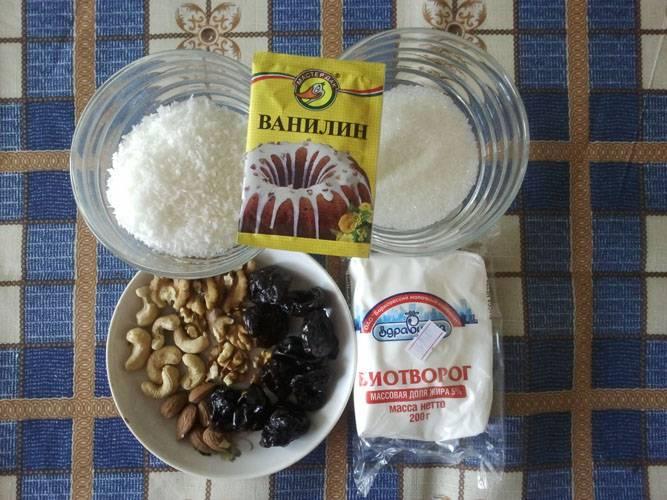 """1. Вот и все ингредиенты, которые необходимы, чтобы повторить этот простой рецепт """"Рафаэлло"""" из творога на своей кухне."""