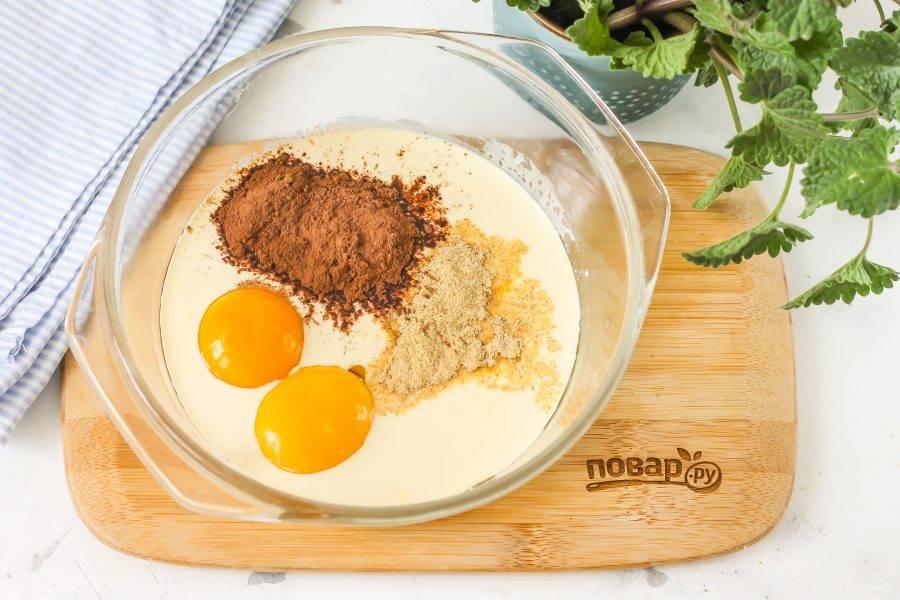 Сразу же всыпьте какао в порошке и молотый имбирь. По желанию можете добавить и другие пряные специи: корицу, кориандр и т.д.