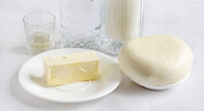 1. Очень простой рецепт самсы из слоеного теста. Это национальное блюдо узбекской кухни традиционно готовится из пресного теста, но я решила поэкспериментировать. И мне это удалось! Для начинки я взяла сыр Сулугуни, который великолепно гармонирует со слоеным тестом.