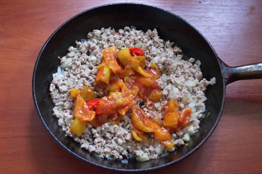 Добавьте болгарский перец и немного томатной пасты/соуса.  У меня его не оказалось. Я добавила готовый лечо.