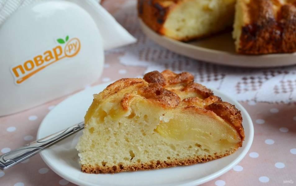 10. Пирог нежный, сочный. Сахара можно положить больше, если яблоки не очень сладкие. Угощайтесь!
