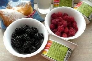 1. В качестве наполнителя для нашего мороженого я решила взять ежевику и малину. Эти ягоды отлично сочетаются между собой.