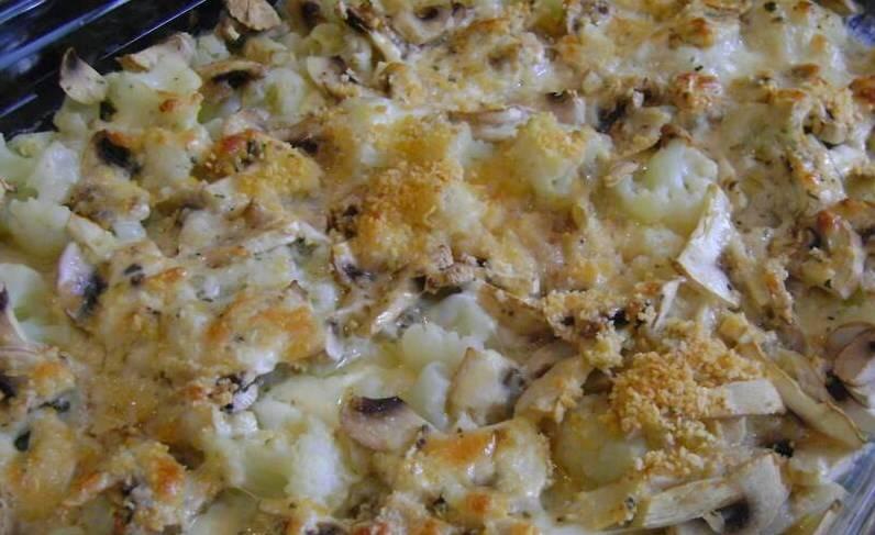 Запекать 16-17 минут при 240 градусах. Готовую цветную капусту с грибами в духовке подайте с другими свежими овощами. Приятного аппетита!