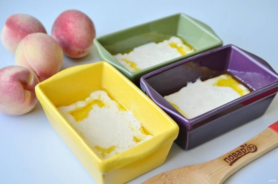 7. В горячее сливочное масло влейте тесто.