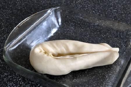 4. Выложите в форму, накройте крышкой или пищевой пленкой и уберите в холодильник на 1 час.