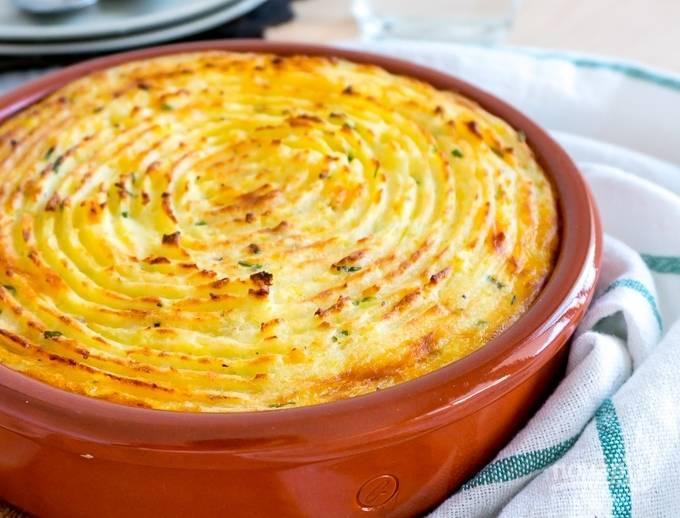 Затем включите режим гриля и пеките пирог еще 5 минут, чтобы получилась красивая золотистая корочка.