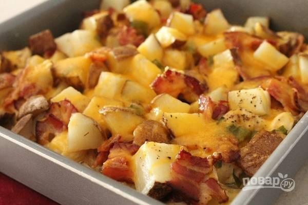 4. Запекайте около часа, после фольгу аккуратно снимите, присыпьте сверху оставшимся сыром и запекайте еще минут 20.  Приятного аппетита!