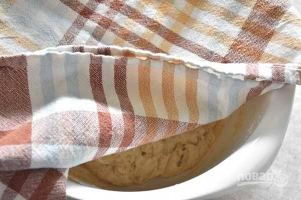 6. После накройте чистым полотенцем и поставьте в теплое место минут на 45-55.