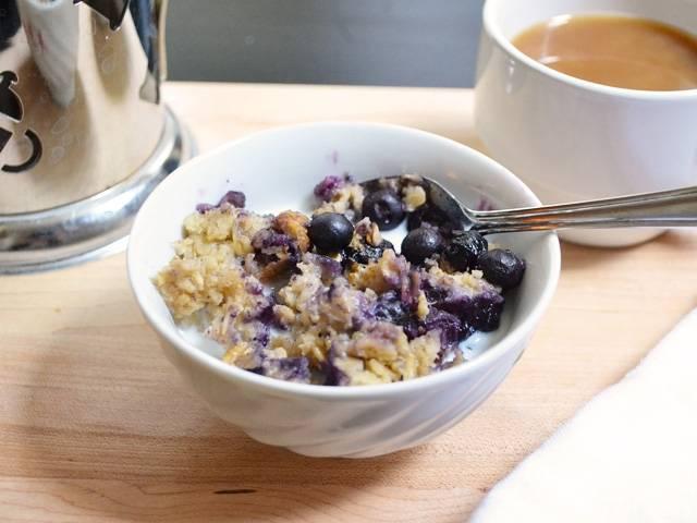7.Ешьте запеченную овсянку с холодным или теплым молоком по вкусу.