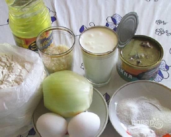 Подготовим все, что нам необходимо для пирога. Отмеряем соль, сахар, соду.