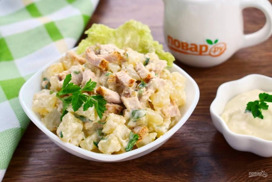Пряный картофельный салат с курицей