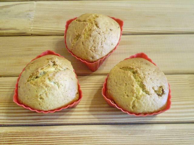 8. Готовые кексики легко выходят из силиконовых формочек. Остудите и угощайте гостей! Приятного!