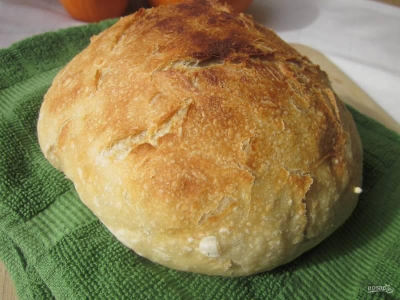5.Хлеб получится без корочки, но это не беда. Отправьте его на 15 минут в хорошо разогретую духовку, это придаст корочку. Остудите его и нарезайте кусочками.