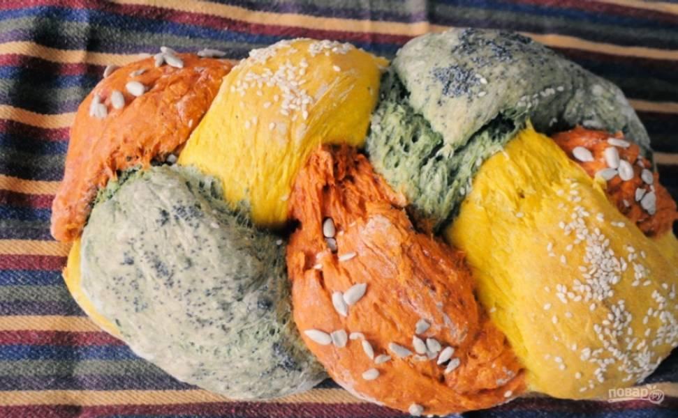 5. Отправьте хлеб в разогретую до 180 градусов духовку на 20-30 минут. Готовность проверьте деревянной палочкой: она должна быть сухой. Приятного аппетита!