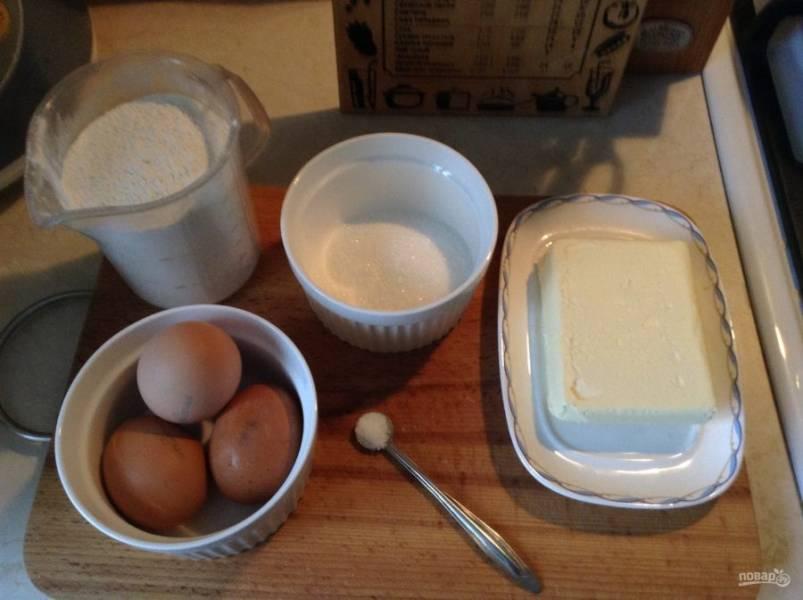 1. Хворост можно готовить по такому рецепту, а можно с добавлением кефира или творога. Самые простые и доступные ингредиенты, которые можно приобрести в любом магазине.