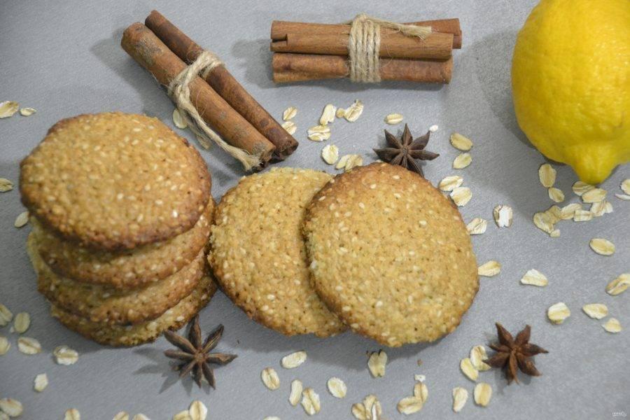Печенье получается рассыпчатым, ароматным и очень вкусным.