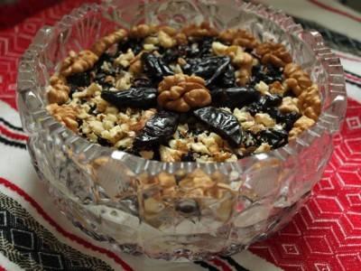 Сверху посыпьте тертыми орехами.