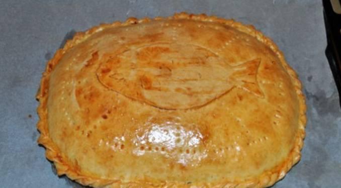 Через 15 минут отправляем пирог в духовку запекаться. Готовим 25 минут, температура 200 градусов.