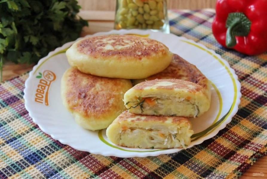Подавайте пирожки на обед, полдник или ужин в теплом виде.