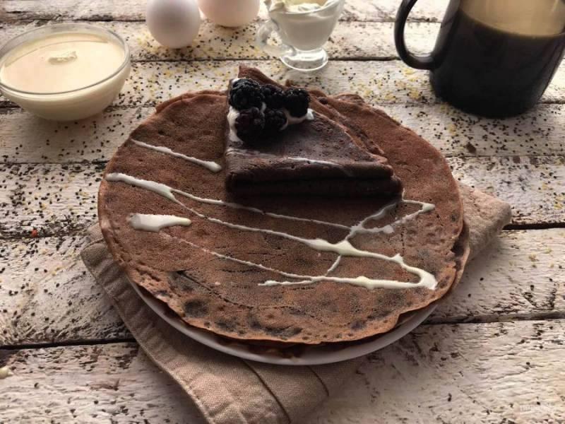 Шоколадные блины на кефире готовы. Приятного аппетита!
