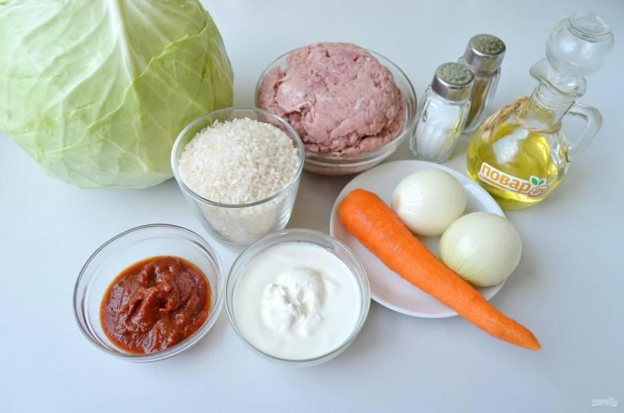 1. Подготовьте продукты, приступим! Мясо перекрутите на фарш, используйте мясорубку или измельчитель. Рис промойте, переберите, отварите в соленой воде до готовности.