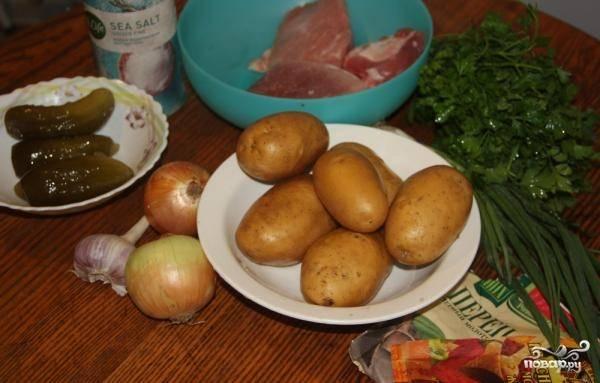 1. Великолепный рецепт приготовления азу по-татарски со свининой. Готовится классическим способом. Для начала подготовьте все ингредиенты.
