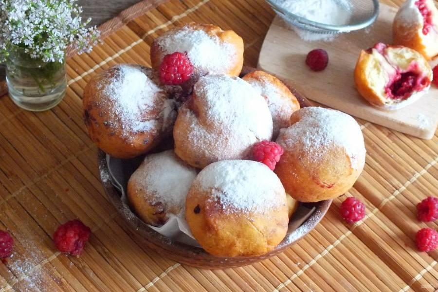 Пончики с малиной