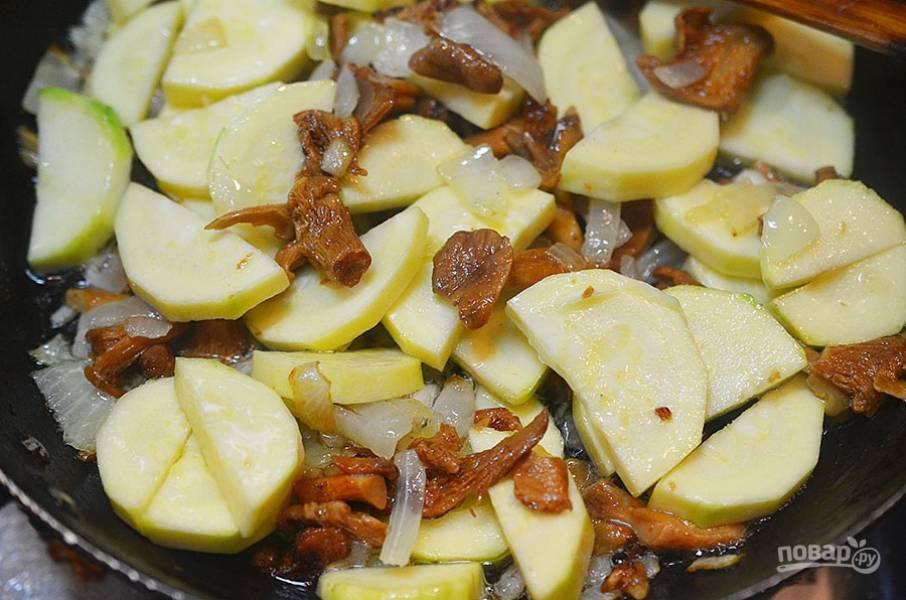 5. Добавьте в сковороду и обжаривайте всё вместе до готовности.