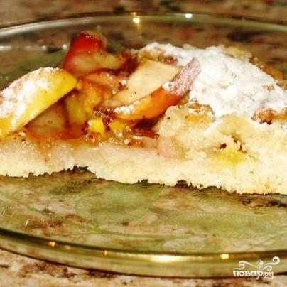 Готовый постный пирог с яблоками слегка остужаем, посыпаем сахарной пудрой (опционально) и подаем к столу. Приятного аппетита! ;)