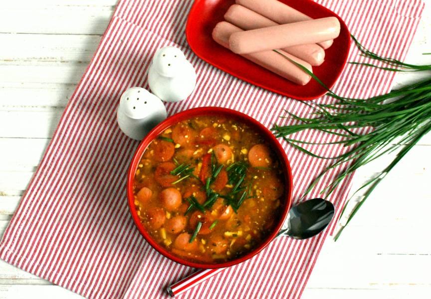 Суп из белой фасоли с яйцами и сосисками
