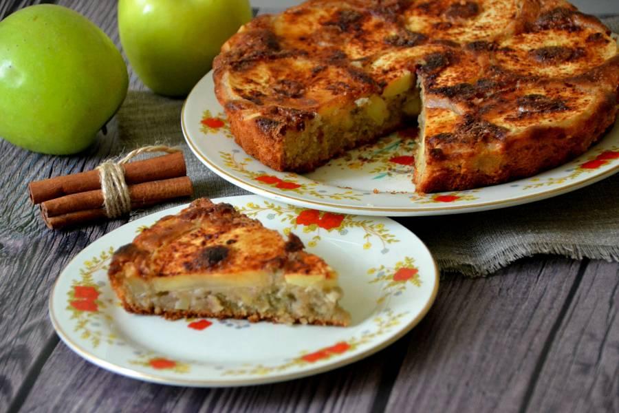Шарлотка из рисовой муки с яблоками