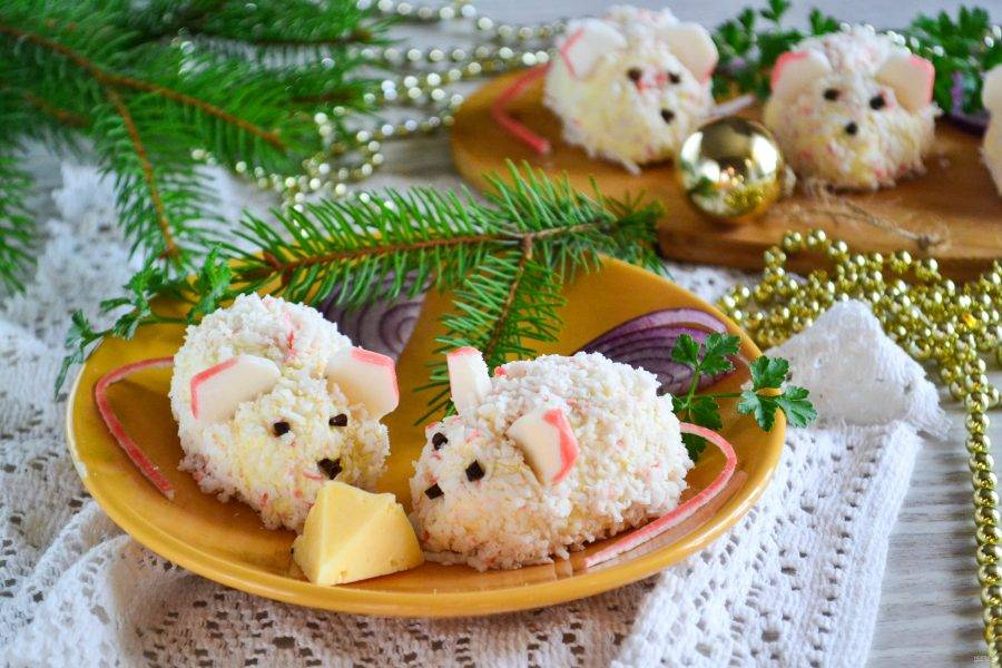 Вот такими получились наши мышки на новогодний стол. Приятного аппетита!
