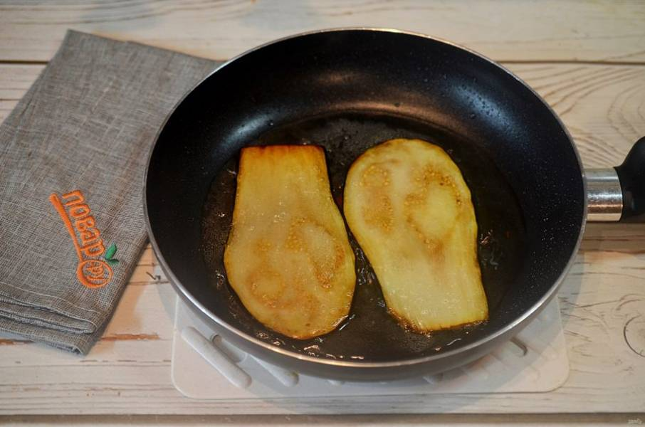 2. Обжарьте на сковороде до мягкости, затем остудите.