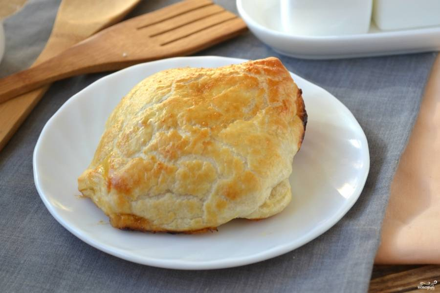 Запекайте конвертики в разогретой духовке 20 минут. Дайте им слегка остыть — и подавайте. Приятного аппетита!