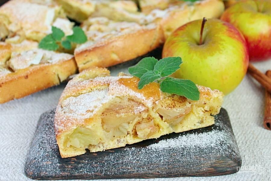 Шарлотка с пряными яблоками и семечками