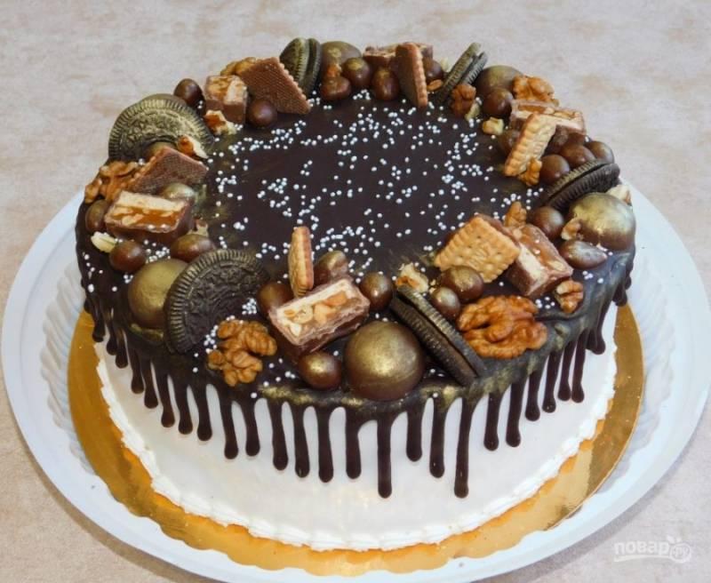 По желанию середину торта можно тоже залить шоколадом и украсить по своему вкусу. Приятного чаепития!