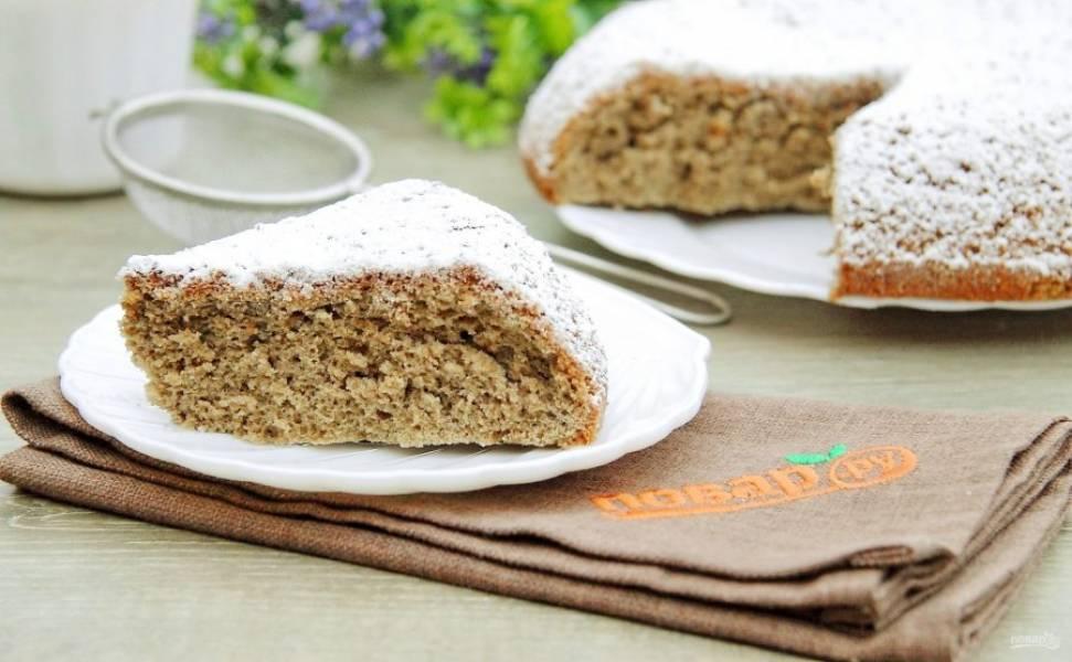 Кофейный бисквит в мультиварке готов. Используйте его для приготовления тортика или посыпьте сахарной пудрой и подайте к столу. Приятного аппетита!