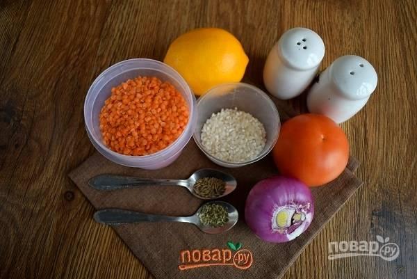 Подготовьте необходимые продукты. Лук очистите.