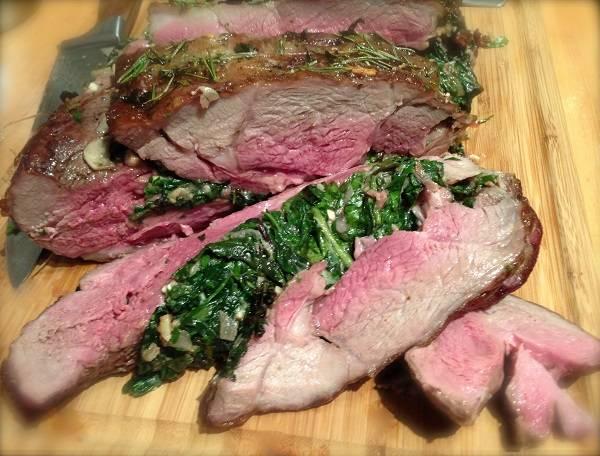 10. Подавать к столу мясо можно с гарниром, соусом или салатом.